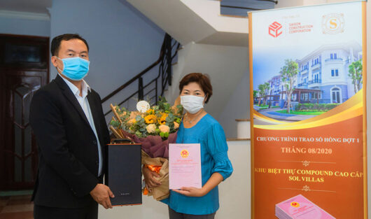 THE HIGH-CLASS COMPOUND SOL VILLAS HAND OVER THE HOUSE OWNERSHIP CERTIFICATES ON TIME